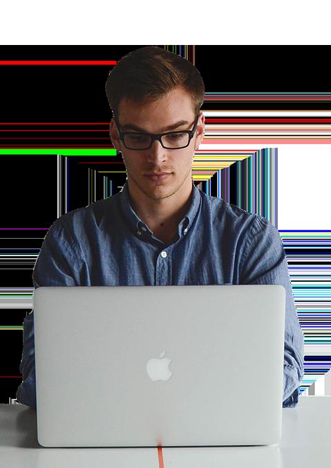 אדם עם מחשב